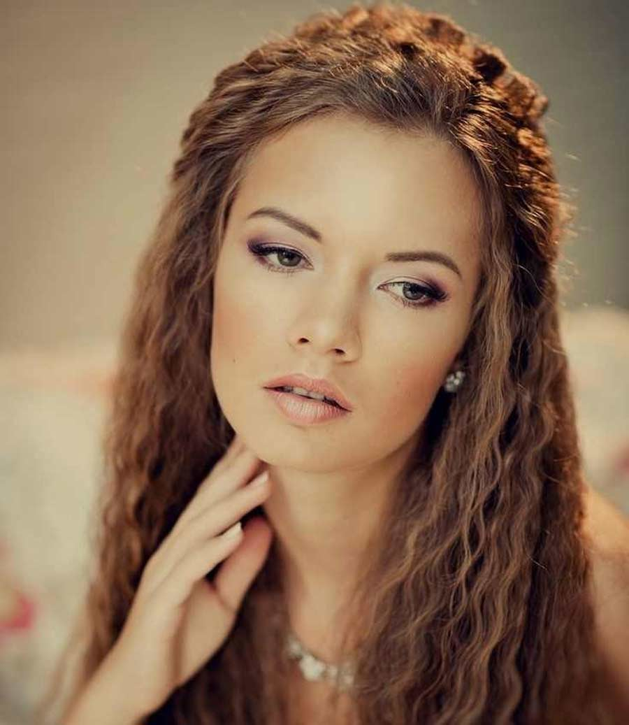 woman with crimped hair
