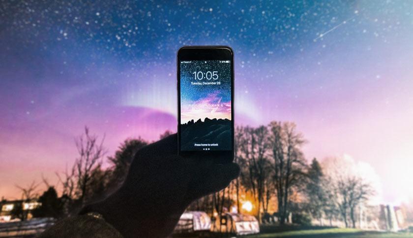 phone taking a night sky photo